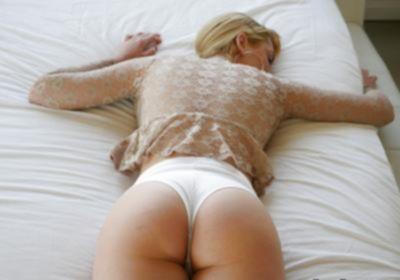 Блондинка с веснушками и большими дойками