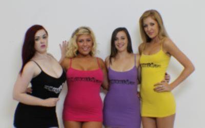 Четверо голых сексуальных девушек